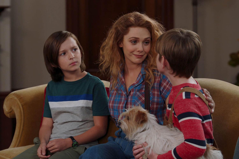 Wanda (Elizabeth Olsen) e os gêmeos em 'WandaVision' -