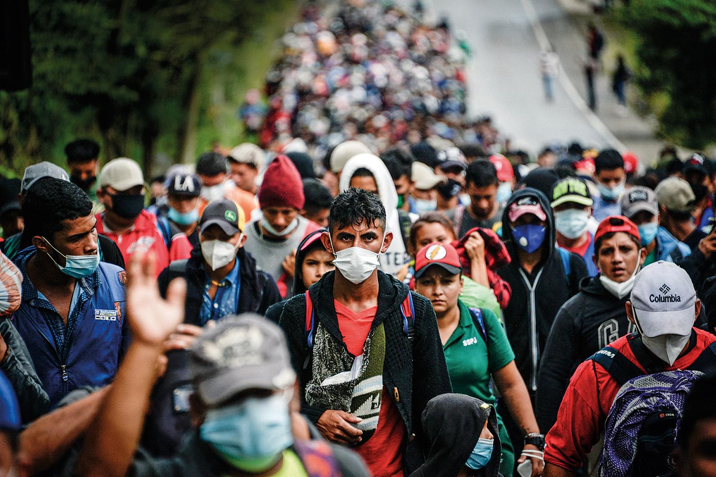 EM MARCHA -Caravana de hondurenhos a caminho da fronteira: esperança de que o governo Biden seja mais brando -
