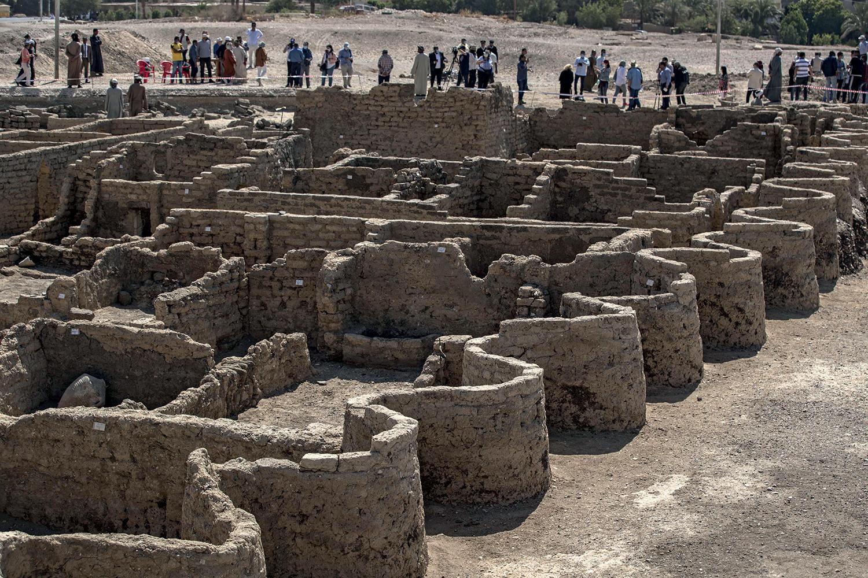 CIDADE PERDIDA -Relíquias inestimáveis: trazidas à luz depois de 3300 anos -