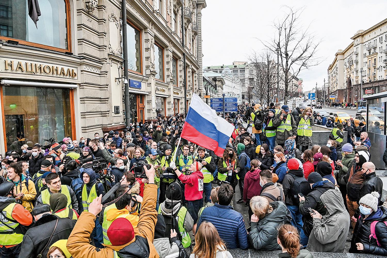 OPOSIÇÃO- Manifestação em Moscou: ruas lotadas, apesar da repressão -