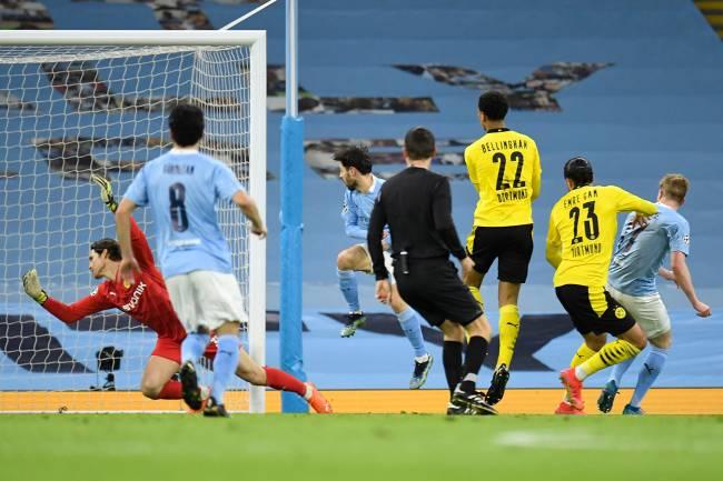 De Bruyne, do City, abriu o placar para os ingleses contra o Borussia Dortmund -