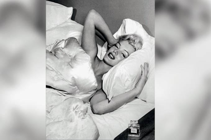 -1953 MARILYN MONROE – CHANEL Nº 5.jpg