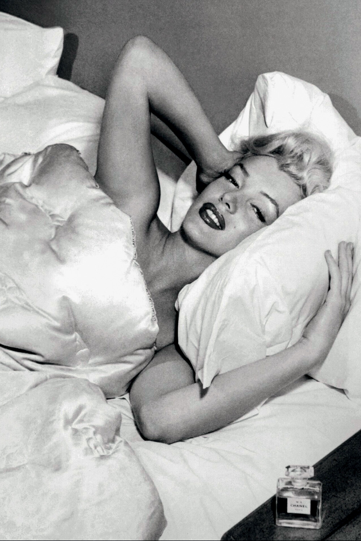 O PECADO AO LADO -Provocação: Marilyn dizia usar nada mais para dormir -