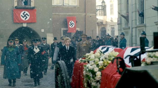 Cena da série 'The Crown' mostra príncipe Philip no cortejo fúnebre de sua irmã, na Alemanha -