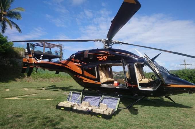 Helicóptero e malas com 7 milhões de reais apreendidos pela PF em Búzios (RJ)