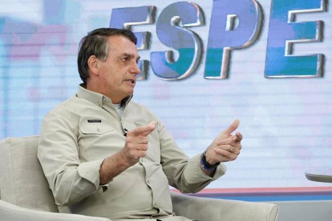 O presidente Jair Bolsonaro durante entrevista para a TV A Crítica