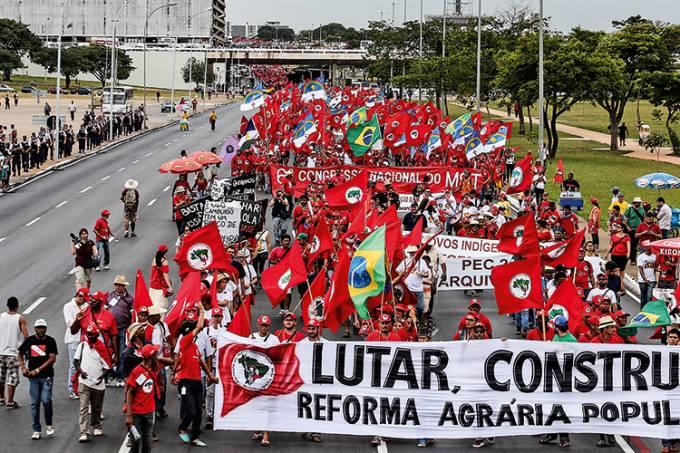 MST realiza uma marcha na Esplanada dos Ministérios