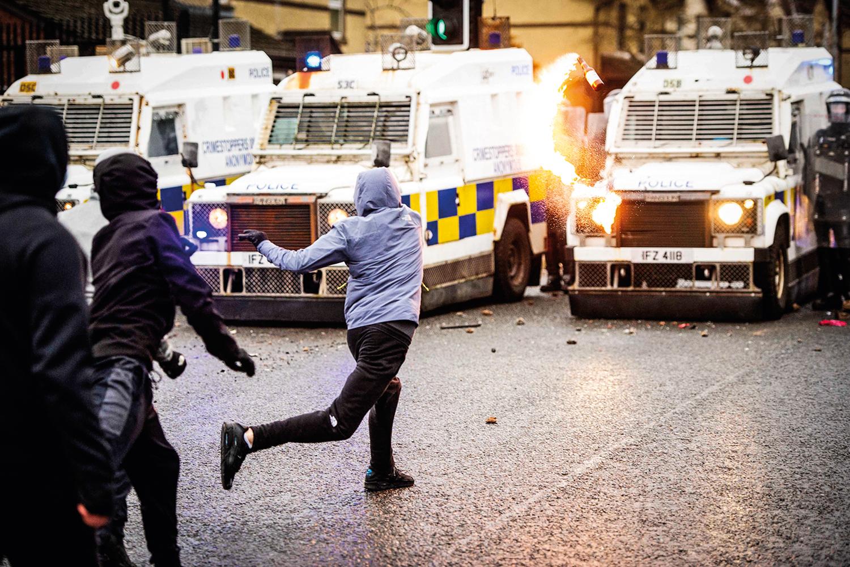 REVOLTA ANUNCIADA -Protesto na Irlanda do Norte: sentimento de exclusão -