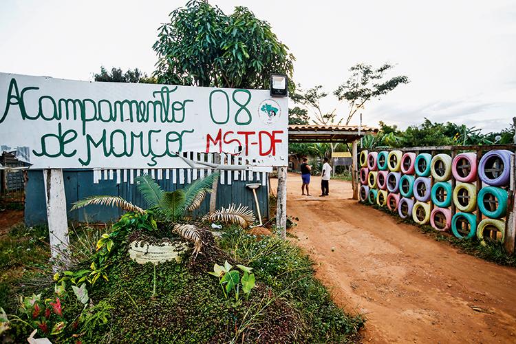 FAVELA -Acampamento do MST no DF: Bolsa Família e auxílio emergencial -