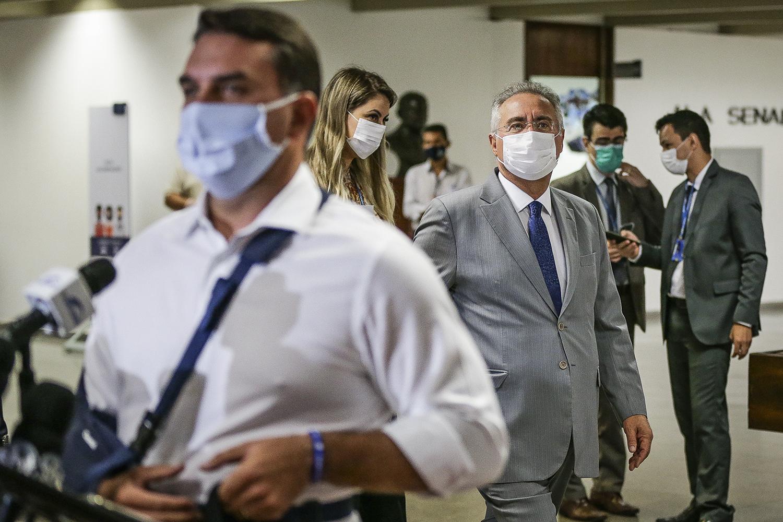 Flavio Bolsonaro chama Renan Calheiros de 'vagabundo': 'vai se f…' | VEJA