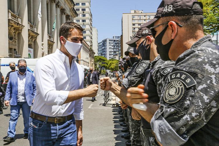 PESOS E MEDIDAS -Leite: o governador gaúcho quer evitar desequilíbrio pró-São Paulo na votação interna do PSDB -
