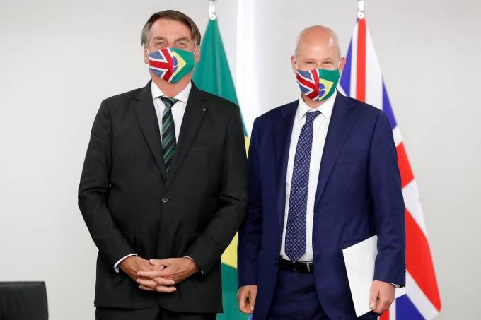 O presidente Jair Bolsonaro e o embaixador do Reino Unido no Brasil, Peter Wilson