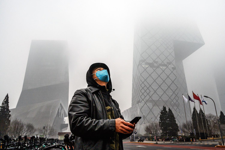 COMPROMISSO -Poluição em Pequim: o campeão de emissões de CO2 diz haver embarcado na economia sustentável -