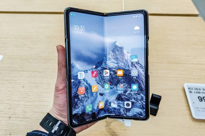 Xiaomi First Foldable Phone Mix Fold