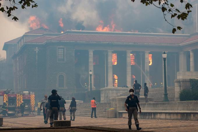 Wildfire damages structures at UCT and Mostert's  Mill in South Africa