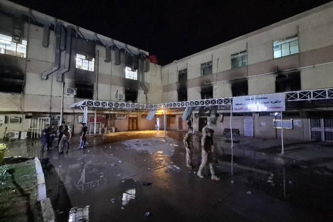 Incêndio em hospital de Bagdá, no Iraque – 24/04/2021 –