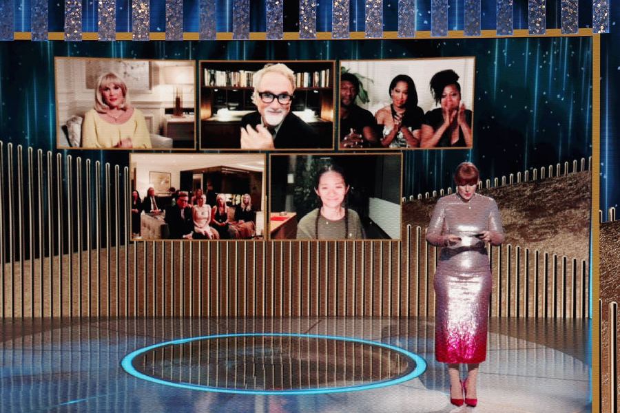 Emerald Fennell, David Fincher, Regina King, Aaron Sorkin, e Chloé Zhao durante a indicação do prêmio de melhor diretor no Globo de Ouro deste ano.
