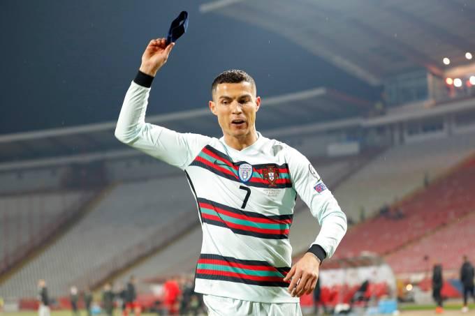 Cristiano Ronaldo inconformado com arbitragem em Portugal x Sérvia -World Cup Qualifier