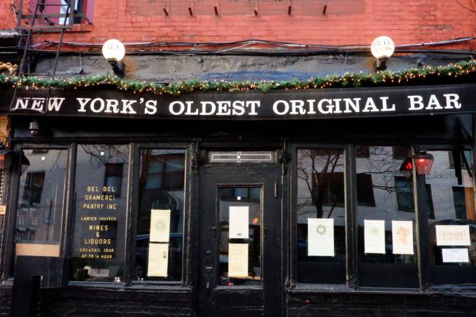 Pete's Tavern, one of the cities oldest drinking establishments built in 1864, Gramercy Park, Manhattan