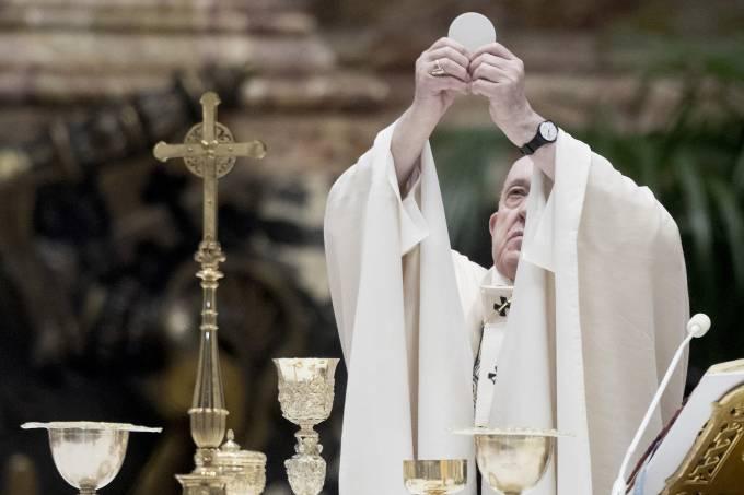 Papa Francisco na missa de Páscoa no Vaticano: cerimônia teve presença limitada de fiéis