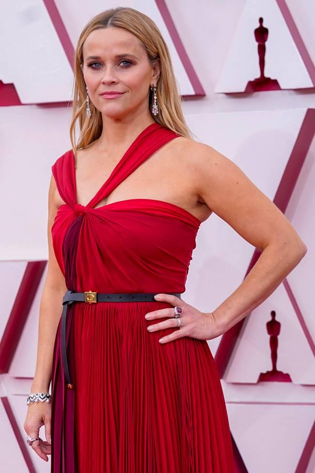 Reese Witherspoon, estrela de 'The Morning Show', chega ao tapete vermelho do Oscar 2021