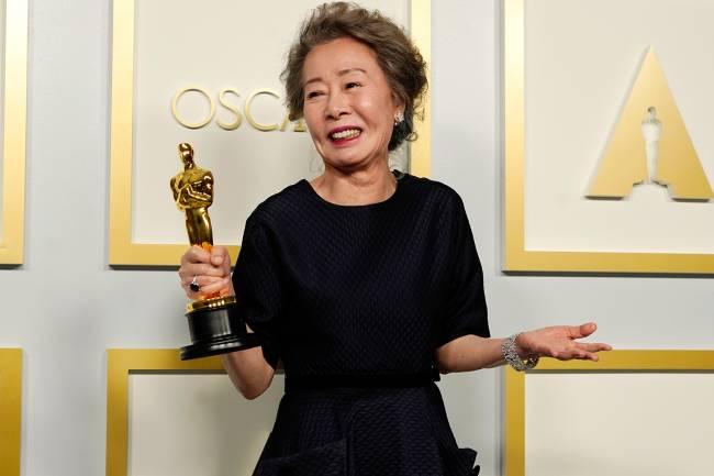 Youn Yuh-jung, vencedora de melhor atriz coadjuvante, na 93ª edição do Oscar -