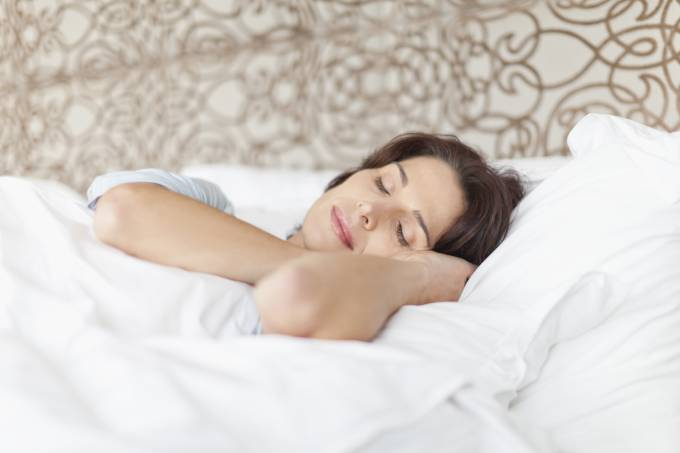 mulher meia-idade sono dormir