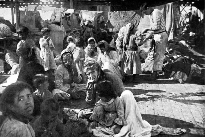 1915, World War I, The massacre of the Armenian populations in Turkey