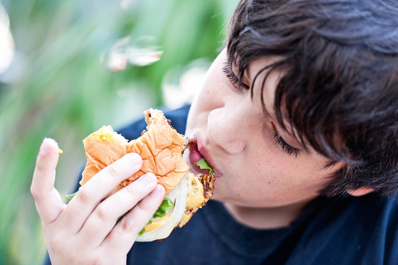 FUTURO -Em crianças: a atenção com a alimentação prolonga a vida adulta -
