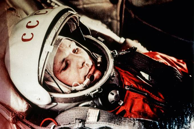 Soviet cosmonaut yuri gagarin, first man in space, in the capsule of vostok 1, april 12, 1961.
