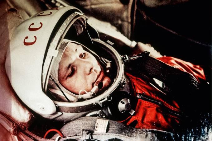 Soviet cosmonaut yuri gagarin, first man in space, in the capsule of vostok 1, april 12, 1961.