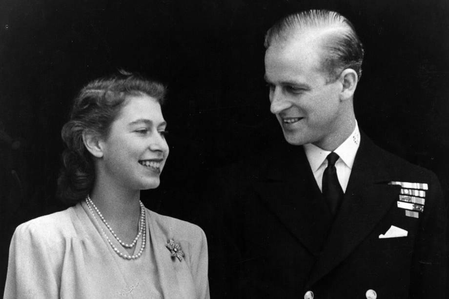 Princesa Elizabeth e Philip Mountbatten em seu noivado no Palácio de Buckingham, em Londres, em 1947 -