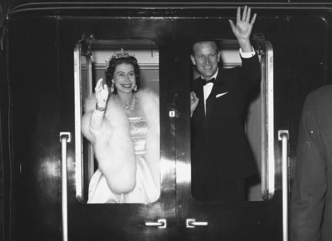 Rainha Elizabeth II e príncipe Philip em Liverpool em maio de 1961