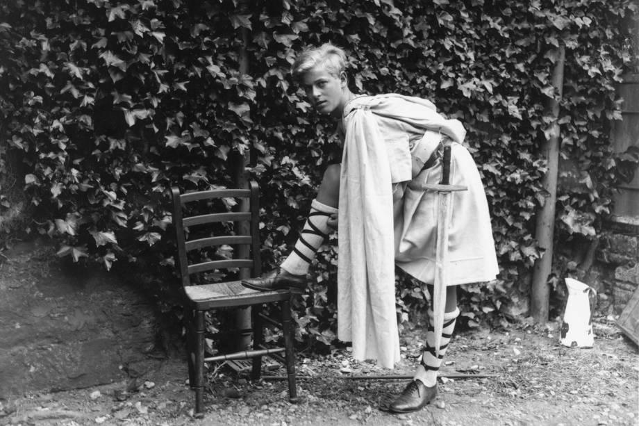 Príncipe Philip vestido para uma produção da Escola Gordonstoun de 'MacBeth', na Escócia, em 1935 -