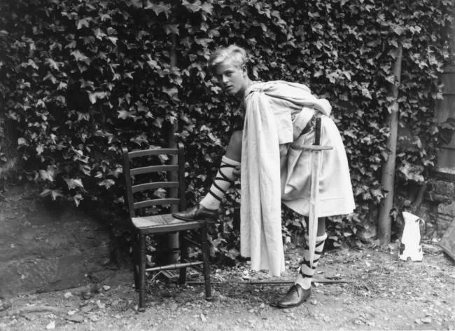 Philip em sua juventude, fantasiado para uma produção escolar de MacBeth - Julho de 1935