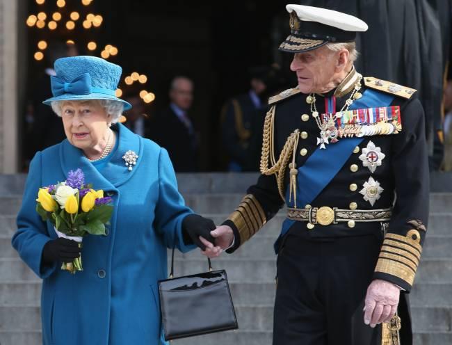 Philip e Elizabeth II em cerimônia em Londres em 2015