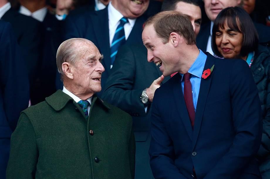 Príncipe Phillip e William acompanham a partida final da Copa do Mundo de Rugby de 2015 entre Nova Zelândia e Austrália, no Twickenham Stadium -