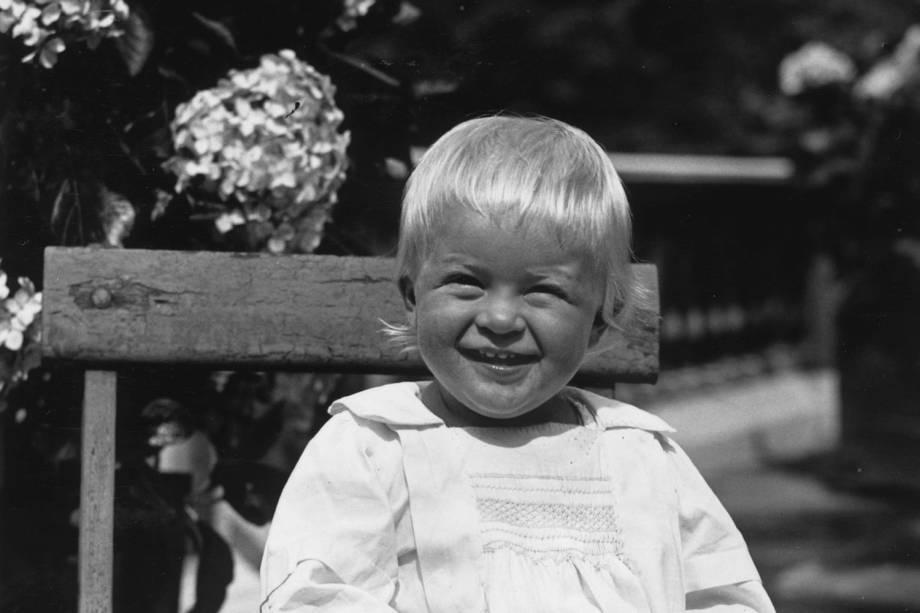 Príncipe Philip da Grécia, mais tarde duque de Edimburgo, ainda criança, em julho de 1922 -