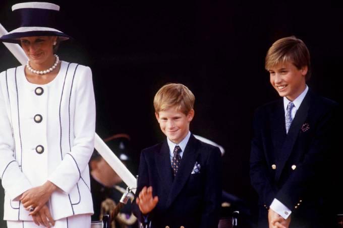 Princess Diana, Prince Harry [ Waving ] And Prince William