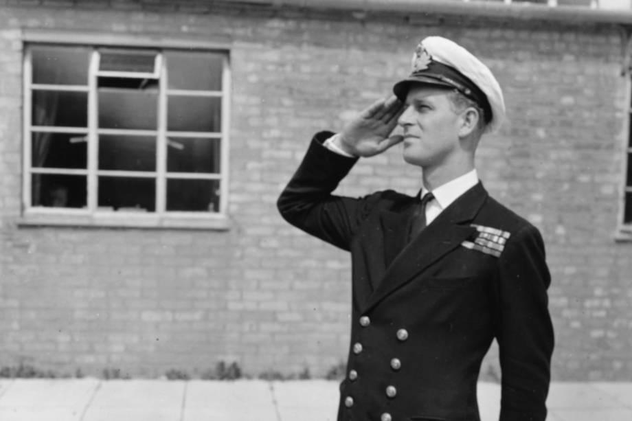O tenente Philip Mountbatten na Royal Naval Officers School, em Kingsmoor, Inglaterra, no ano de 1947 -