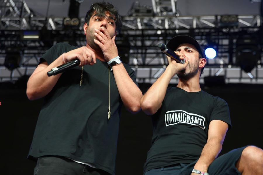Riz MC e Heem durante apresentação do Swet Shop Boys no Coachella Valley Music & Arts Festival, em 2017.