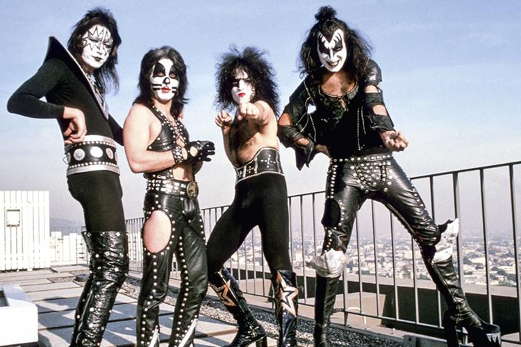 PIROTECNIA - Kiss: som pesado e marketing visual -