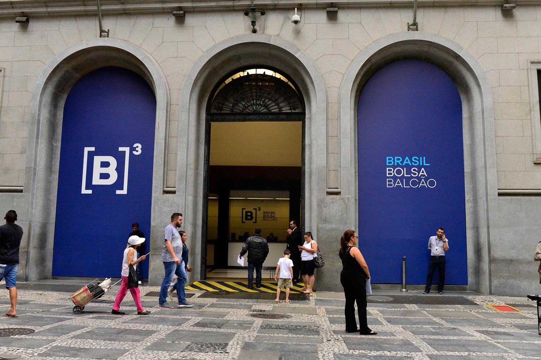 BOLSA DE VALORES EM SÃO PAULO -investimentos em empresas com responsabilidade ambiental e social e compromisso de governança corporativa -