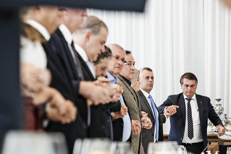 COBRANÇA- Jair Bolsonaro com deputados evangélicos: a frente parlamentar pressiona pelo cumprimento de promessa -