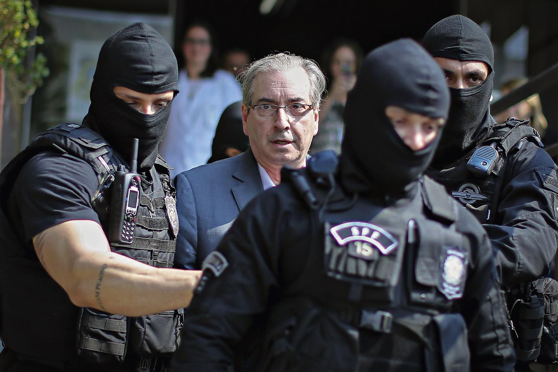 CERCADO- Cunha no dia da prisão: ele responde a dez processos e já tem duas condenações -