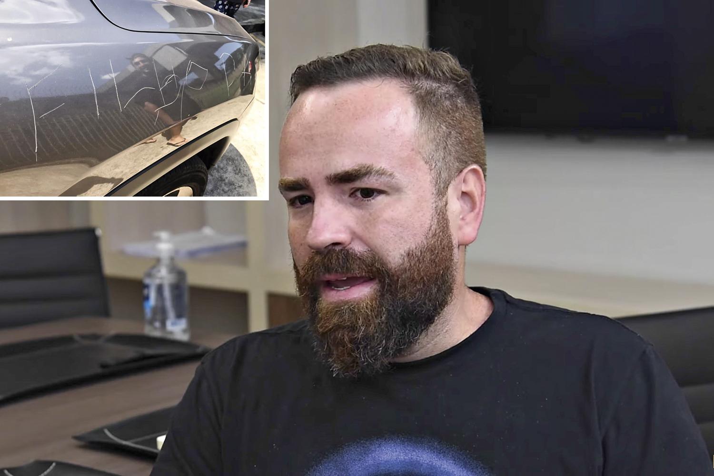 """AMEAÇA -Borel, o pai, que teve o carro riscado com um palavrão: """"Talvez ele tenha morrido para mostrar a existência de um monstro"""", diz -"""