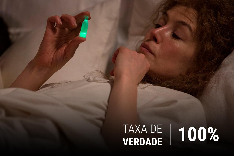 É verdade que os Curie não sabiam da possibilidade de intoxicação por radiação. Marie até dormia com um pequeno jarro luminoso de Rádio junto de si.