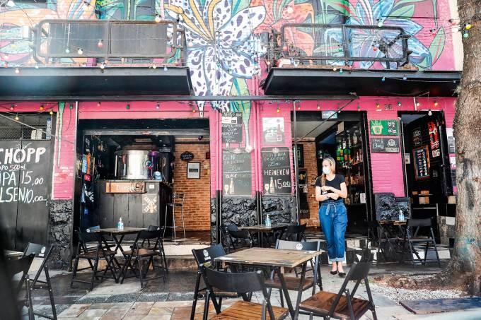 Sao Paulo reabre bares en medio de una leve estabilización de la pandemia