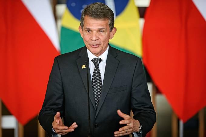 Assinatura de atos após o Diálogo Político-Militar Brasil-Chile