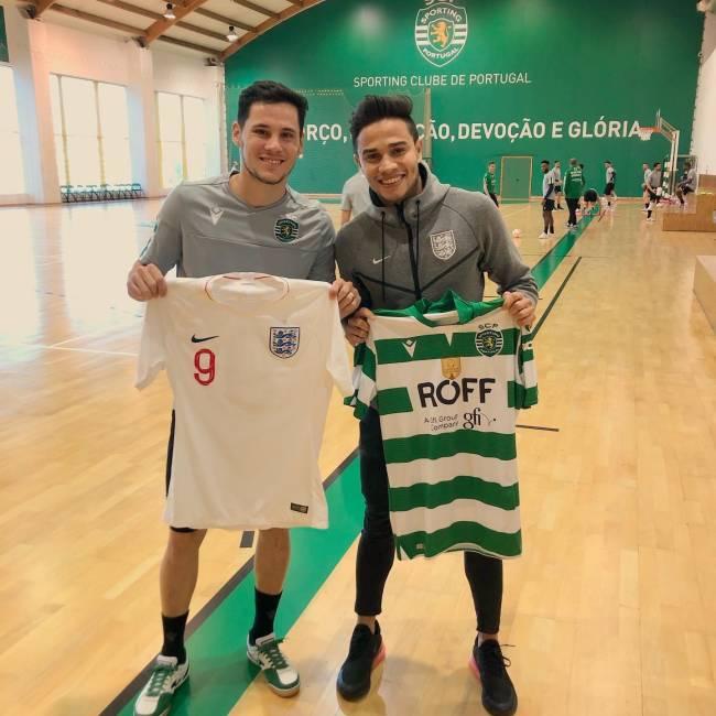 Raoni com o amigo Merlin, outro brasileiro naturalizado a fazer sucesso na Europa